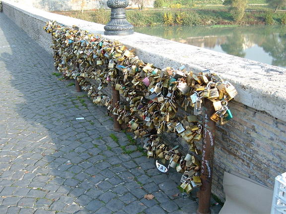 ponte milvio rome locks