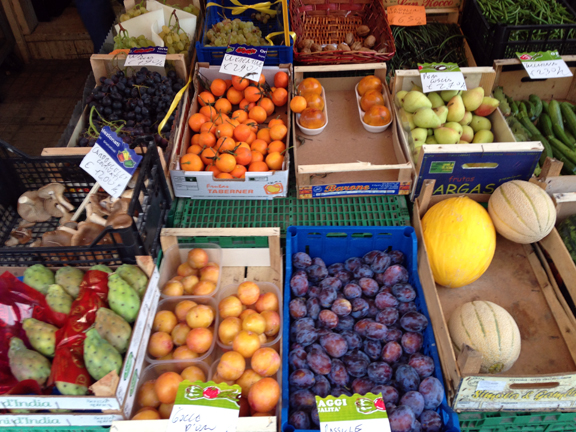 fresh fruit markets italy