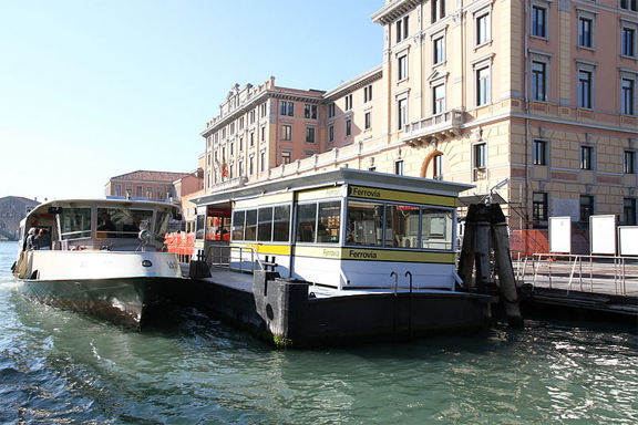 vaporetto venice water bus
